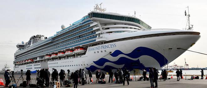 Covid-19 : les Américains à bord du « Diamond Princess » seront évacués Ce paquebot de croisière est amarré en quarantaine dans le port de Yokohama, au Japon, depuis le 3 février. 3 711 personnes sont à bord.