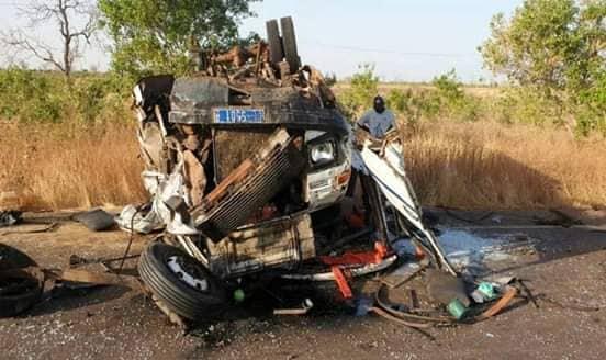 """Touba : 1 mort et plusieurs blessés dans une collision entre un """"Ndiaga Ndiaye"""" et un particulier"""