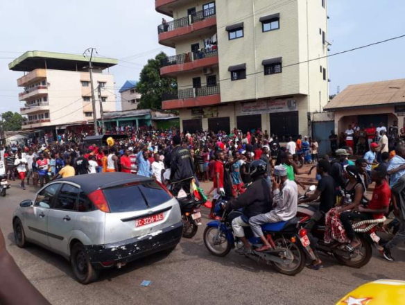 [PHOTOS] Effervescence à Conakry après la déclaration de victoire de Cellou Dallein Diallo
