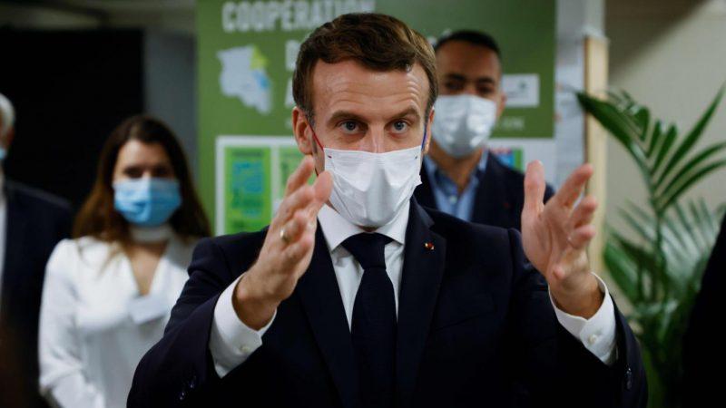 Covid-19 : Emmanuel Macron face aux Français pour dévoiler le plan d'un confinement allégé