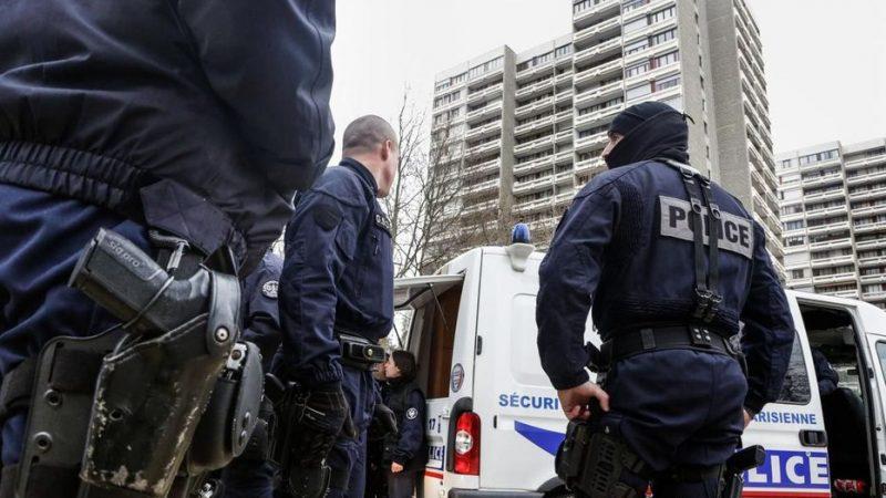 Évacuation de migrants à Paris : deux enquêtes visent des policiers pour «violences»