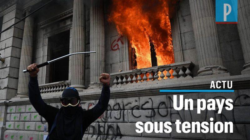 Des manifestants mettent le feu au Parlement du Guatemala