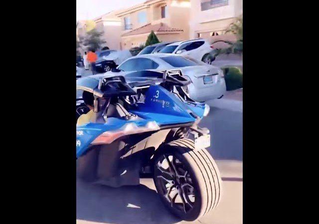 La magnifique voiture à trois roues du milliardaire Mo Gates… (Vidéo)