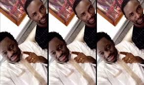 (VAR) Quand Omaro chantait les louanges de Mounzir Niass, l'ex de sa nouvelle épouse Ayo Baldé