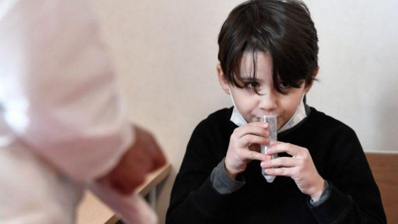 Covid-19 : comment vont se dérouler les tests salivaires dès lundi dans les écoles ?