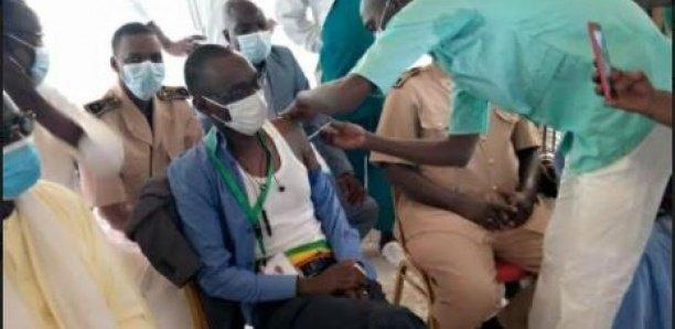 Vaccination à Darou Mousty: Le maire prêche par l'exemple