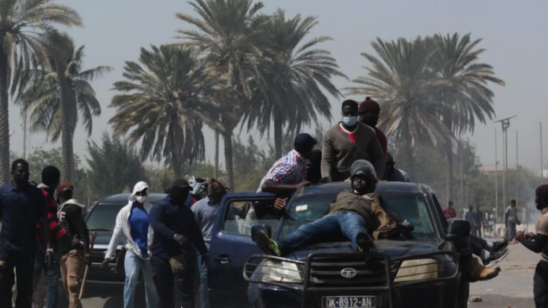 Nervis aux cotés des forces de l'ordre: le Forum civil saisit Antoine Félix