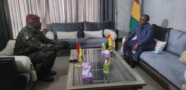 Guinée : Le président Umaro Sissoco Embalo rend visite à Mamady Doumbouya